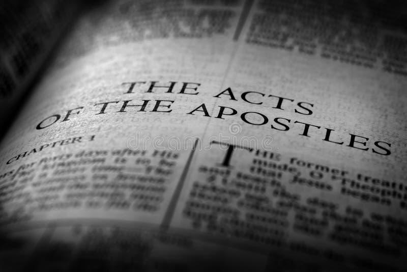 Βίβλων νέες πράξεις Ευαγγέλιου διαθηκών χριστιανικές των αποστόλων στοκ φωτογραφία