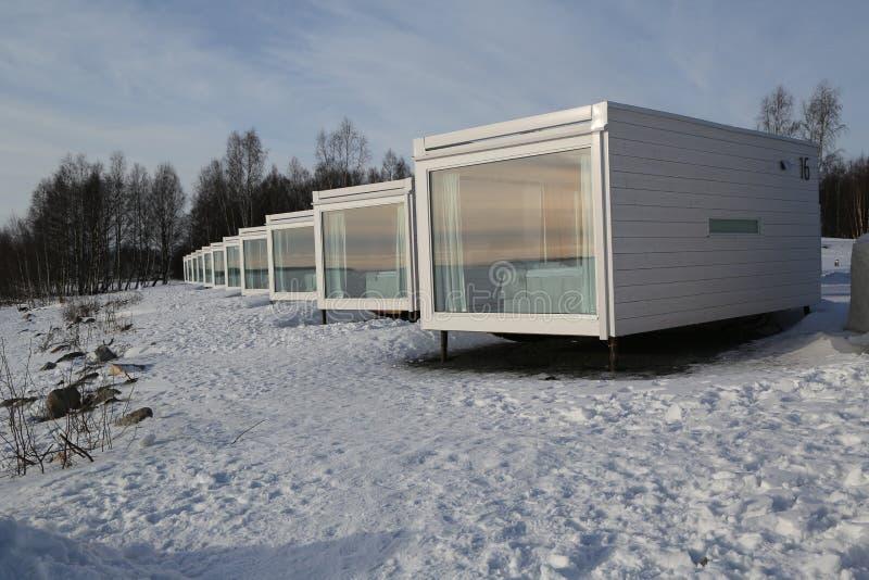 Βίλα γυαλιού παραλιών στην περιοχή SnowCastle από τον κόλπο Bothnian στη Kemi, Φινλανδία στοκ εικόνες