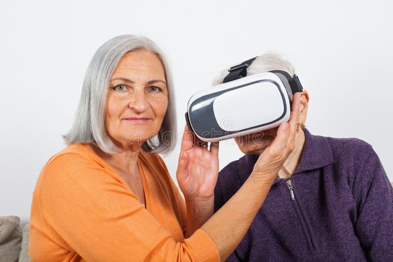 Βίντεο εικονικής πραγματικότητας προσοχής με την κάσκα στοκ φωτογραφία με δικαίωμα ελεύθερης χρήσης