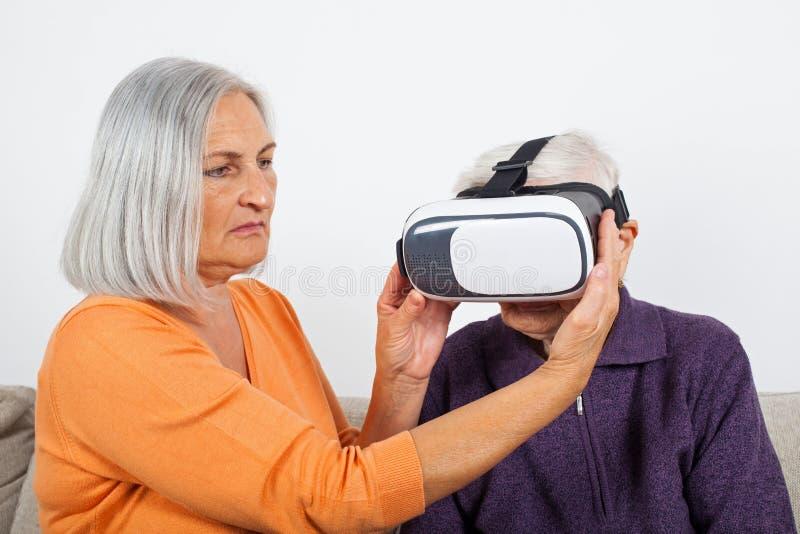 Βίντεο εικονικής πραγματικότητας προσοχής με την κάσκα στοκ εικόνες