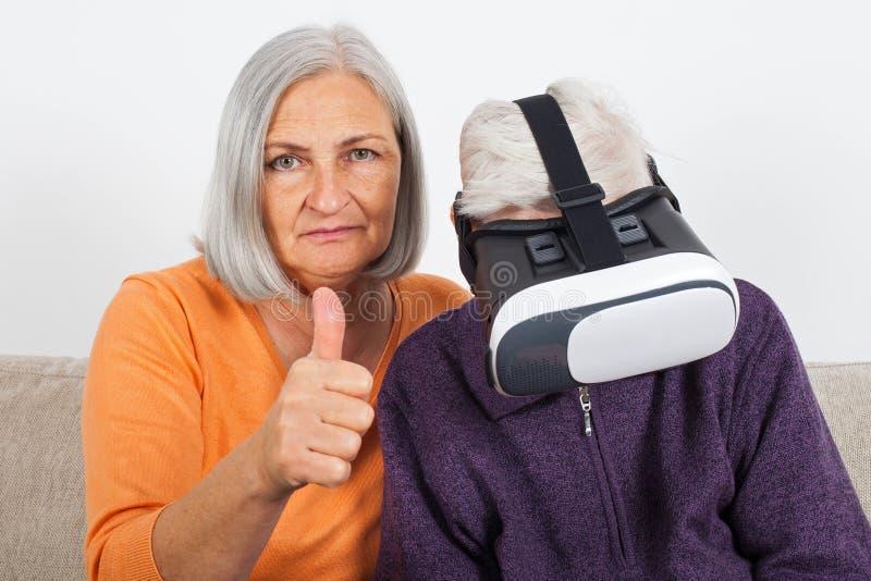 Βίντεο εικονικής πραγματικότητας προσοχής με την κάσκα στοκ εικόνα