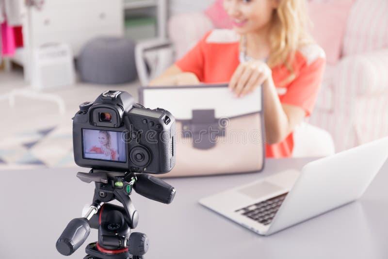 Βίντεο μαγνητοσκόπησης μόδας blogger στοκ φωτογραφία με δικαίωμα ελεύθερης χρήσης