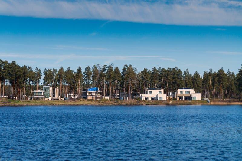 Βίλες από τη λίμνη στοκ εικόνες με δικαίωμα ελεύθερης χρήσης