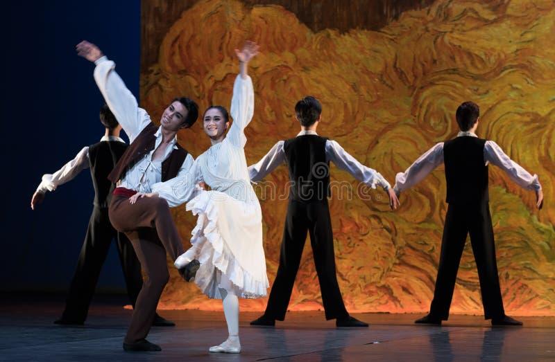 Βαθειά γοητευμένος και συνημμένος με κάθε άλλος-μπαλέτο το κορίτσι από Arles στοκ εικόνες