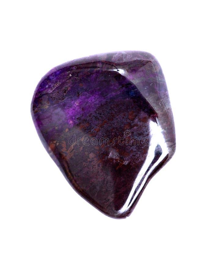 Βαθιά - πορφυρό μαγγάνιο με πεφμένη τη sugilite πέτρα από τη Νότια Αφρική στοκ εικόνες με δικαίωμα ελεύθερης χρήσης