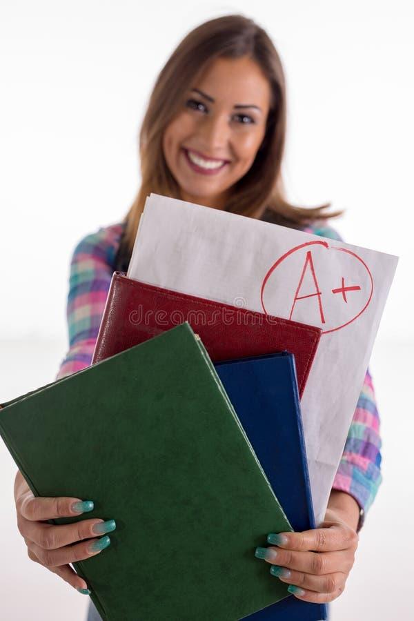 Βαθμολογήστε την καυχησιολογία σπουδαστών Α και το χαμόγελο στοκ φωτογραφίες με δικαίωμα ελεύθερης χρήσης