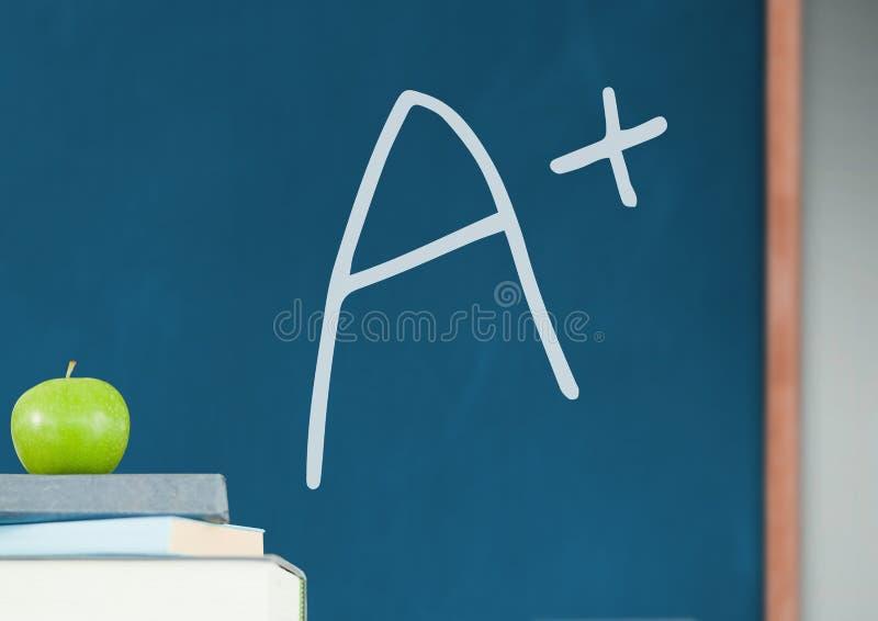 A+ βαθμός με την κιμωλία και το μήλο στοκ φωτογραφίες με δικαίωμα ελεύθερης χρήσης