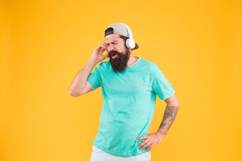 Βαθύς χαμηλός ήχος Συσκευή ακουστικών Hipster Ενθαρρυντικό τραγούδι Βιβλιοθήκη μουσικής Κόμμα κάθε μέρα Ρυθμός της ζωής Γενειοφόρ στοκ εικόνες με δικαίωμα ελεύθερης χρήσης