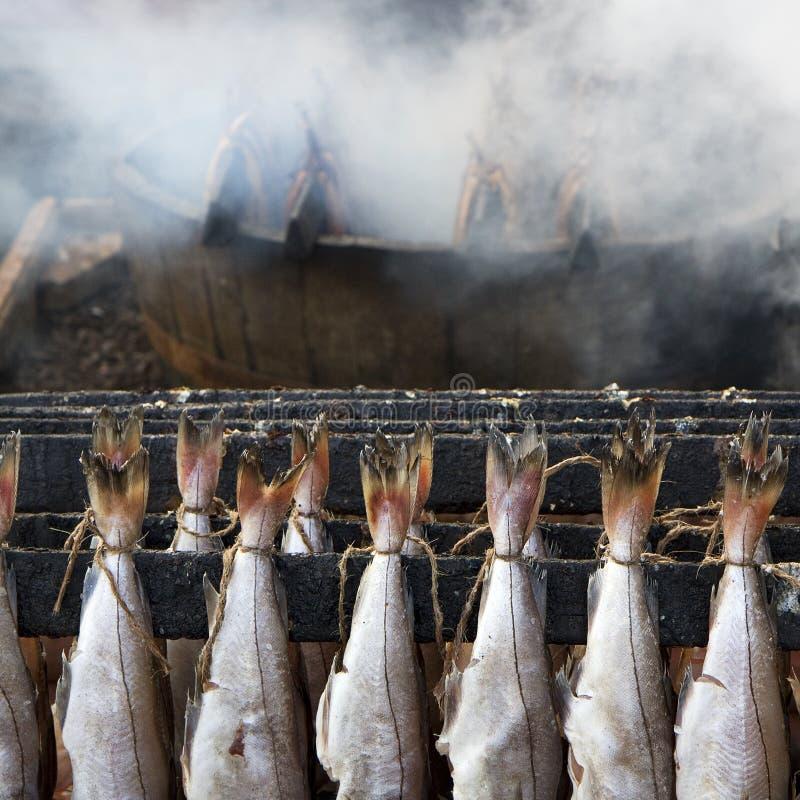 βακαλάοι ψαριών που καπνί&ze στοκ φωτογραφίες
