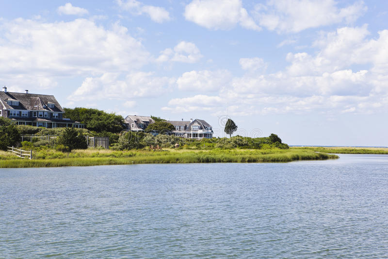 Βακαλάος ακρωτηρίων: σπίτια της Νέας Αγγλίας στοκ εικόνες