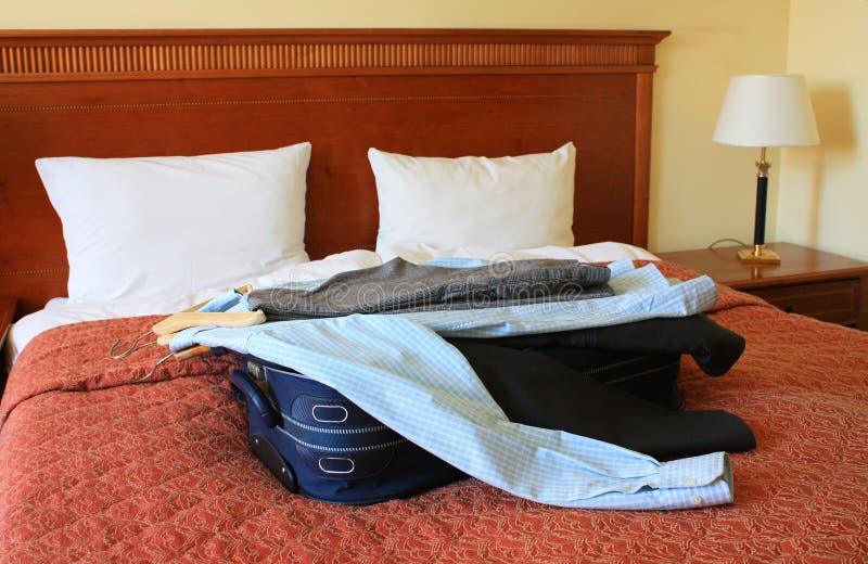 βαλίτσα δωματίου ξενοδ&omic στοκ εικόνα με δικαίωμα ελεύθερης χρήσης