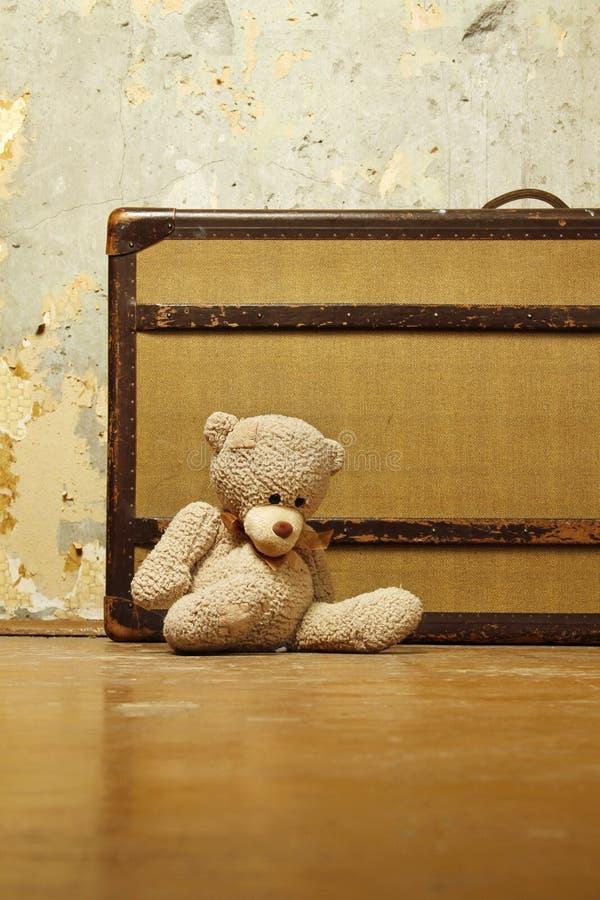 βαλίτσα teddy στοκ εικόνες με δικαίωμα ελεύθερης χρήσης