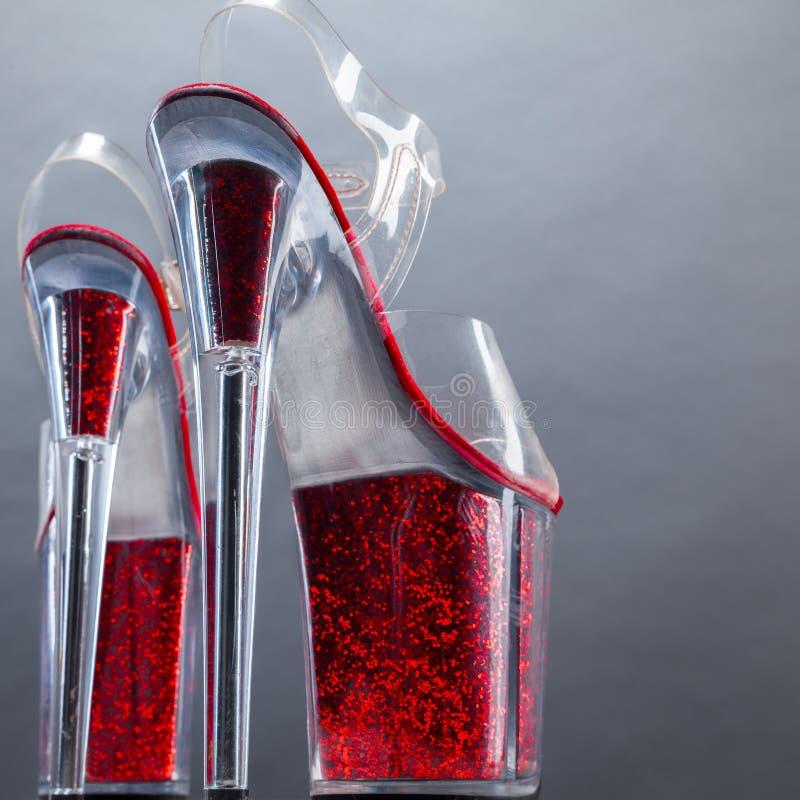 βαλμένα τακούνια υψηλά παπούτσια στοκ εικόνα με δικαίωμα ελεύθερης χρήσης