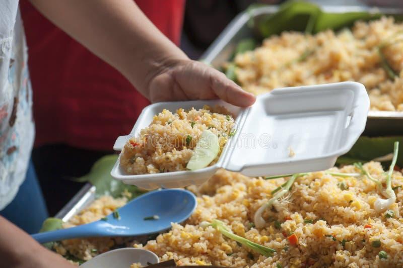 Βαλμένα φωτιά ταϊλανδικά τρόφιμα ρυζιού στοκ εικόνες