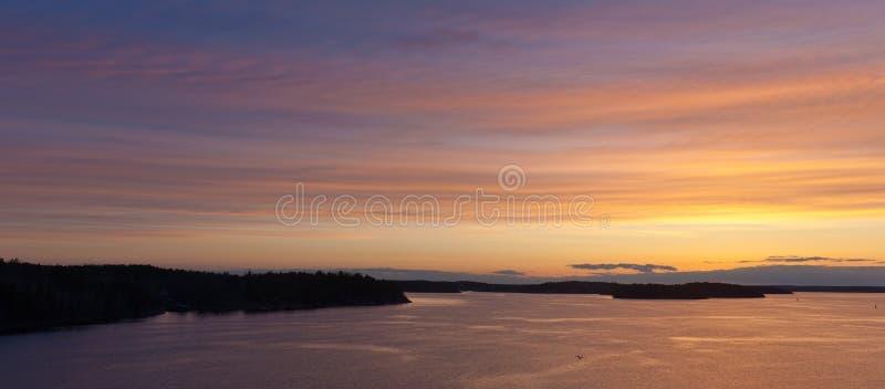 βαλτική αυγή πέρα από τη θάλασσα στοκ φωτογραφία