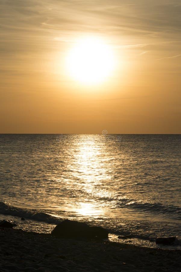 Βαλτική πέρα από το ηλιοβασίλεμα θάλασσας στοκ φωτογραφία
