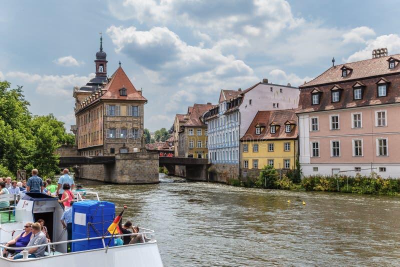 Βαμβέργη Γερμανία Άποψη του ποταμού Regnitz, του παλαιού Δημαρχείου και των παλαιών κτηρίων στην αριστερή τράπεζα στοκ φωτογραφία