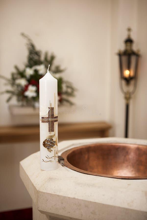 Βαπτιστικό κερί στην πηγή στοκ φωτογραφίες