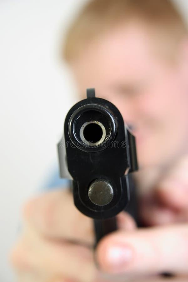 Download βαρέλι κάτω από το πυροβόλο όπλο Στοκ Εικόνες - εικόνα: 117778