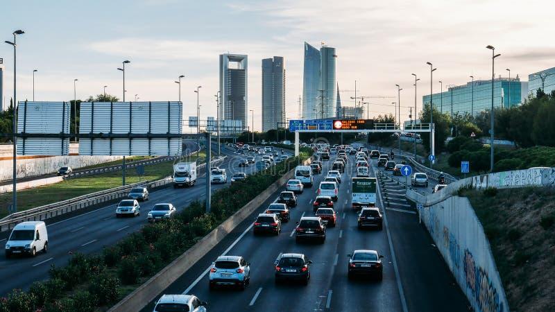 Βαρειά κυκλοφορία στους αυτοκινητοδρόμους της Μαδρίτης, Ισπανία στοκ φωτογραφίες με δικαίωμα ελεύθερης χρήσης