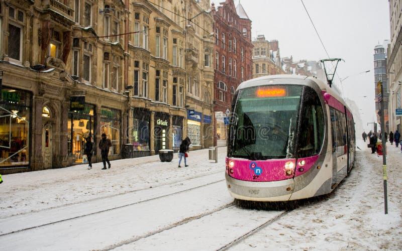 Βαριές χιονόπτωση σιδηροδρομικό σταθμό οδών του Μπέρμιγχαμ στο νέο, Ηνωμένο Βασίλειο στοκ εικόνα