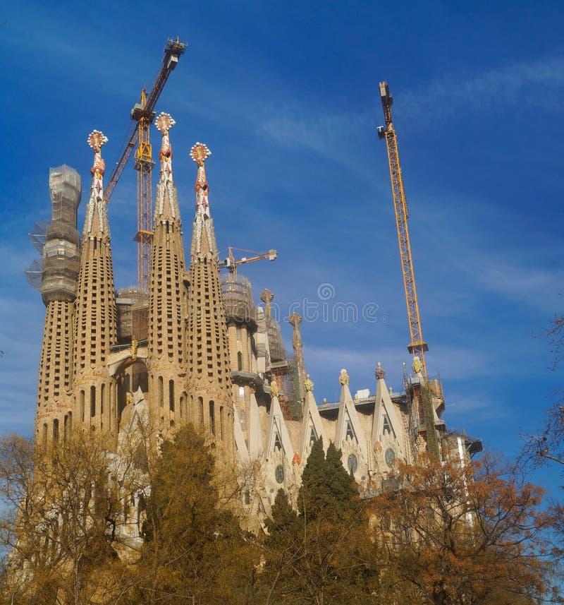 ΒΑΡΚΕΛΩΝΗ, ΙΣΠΑΝΙΑ - 9 Ιανουαρίου: Sagrada Familia στις 9 Ιανουαρίου 2018 με το υπόβαθρο μπλε ουρανού στη Βαρκελώνη, Ισπανία στοκ εικόνες με δικαίωμα ελεύθερης χρήσης