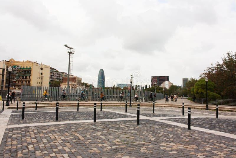 ΒΑΡΚΕΛΩΝΗ, ΙΣΠΑΝΙΑ - 18 Οκτωβρίου 2017 - Ισπανοί στα ποδήλατα στο τ στοκ φωτογραφία με δικαίωμα ελεύθερης χρήσης