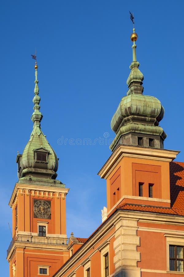Βαρσοβία, Πολωνία - πύργοι του βασιλικού κτηρίου του Castle στο απόρριμμα στοκ εικόνες