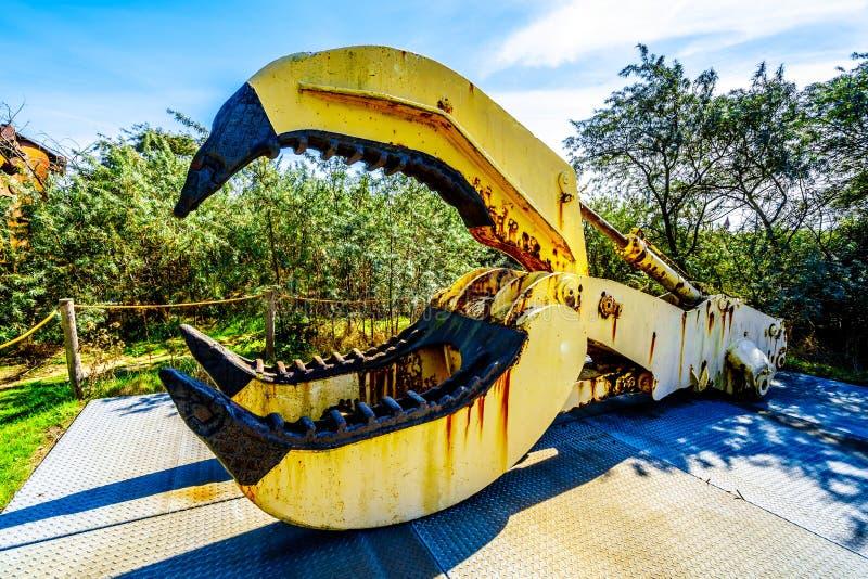 Βαρύς εξοπλισμός που χρησιμοποιείται για την κατασκευή του εμποδίου κύματος θύελλας των του δέλτα εργασιών στις Κάτω Χώρες στοκ φωτογραφίες με δικαίωμα ελεύθερης χρήσης