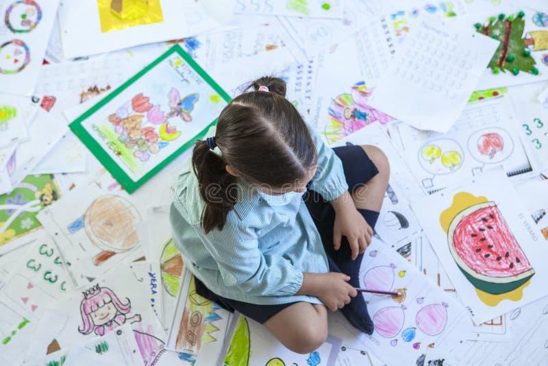 Βαρύς φόρτος εργασίας για την έννοια παιδιών στοκ εικόνες με δικαίωμα ελεύθερης χρήσης