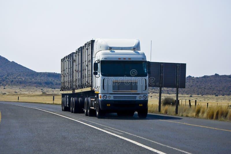 βαρύ μακρύ truck έλξης υπηρεσία&sigm στοκ εικόνες