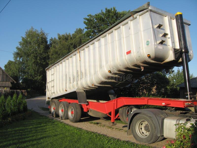 βαρύ ρυμουλκό φορτίου στοκ εικόνες με δικαίωμα ελεύθερης χρήσης