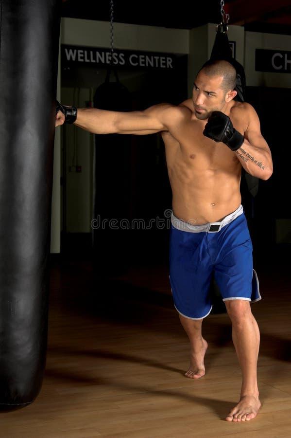 βαρύ workout τσαντών στοκ φωτογραφία με δικαίωμα ελεύθερης χρήσης