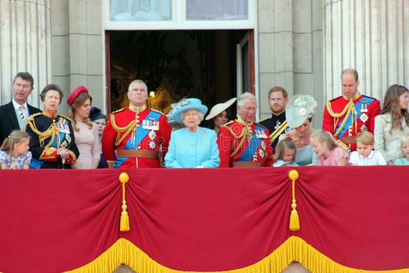 Βασίλισσα Elizabeth, Λονδίνο, UK, στις 9 Ιουνίου 2018 - Meghan Markle, πρίγκηπας Harry, πρίγκηπας George William, Charles, Κέιτ Μ στοκ εικόνα