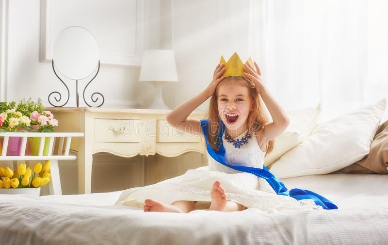 Βασίλισσα στη χρυσή κορώνα στοκ εικόνες με δικαίωμα ελεύθερης χρήσης