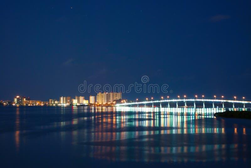 Βασική γέφυρα άμμου τη νύχτα στοκ εικόνες