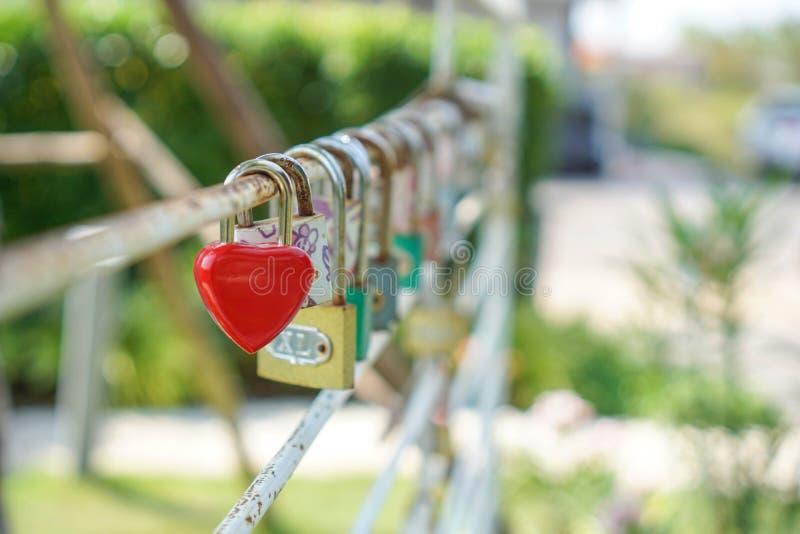 Βασική κόκκινη καρδιά, έννοια της αγάπης και βαλεντίνος στοκ εικόνες