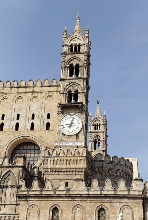 βασικός πύργος του Παλέρμου ρολογιών καθεδρικών ναών στοκ εικόνες