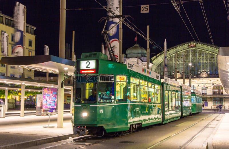 ΒΑΣΙΛΕΙΑ, ΕΛΒΕΤΙΑ - 3 ΝΟΕΜΒΡΊΟΥ: Το τραμ είναι 4/6 Schindler/Siemens στοκ εικόνα με δικαίωμα ελεύθερης χρήσης