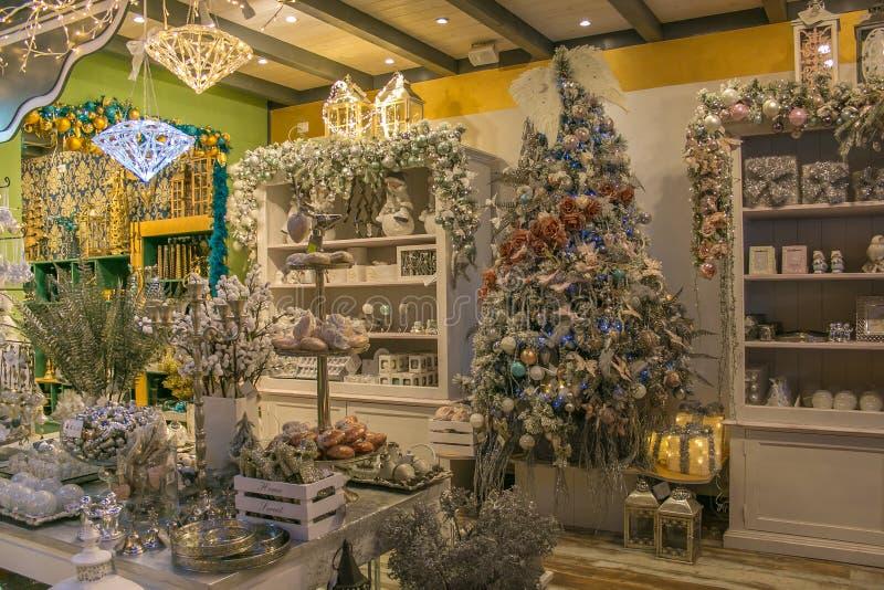 Βασιλεψτε Άγιου Βασίλη είναι ένα κατάστημα με τα αντικείμενα και τις διακοσμήσεις Χριστουγέννων στοκ εικόνες