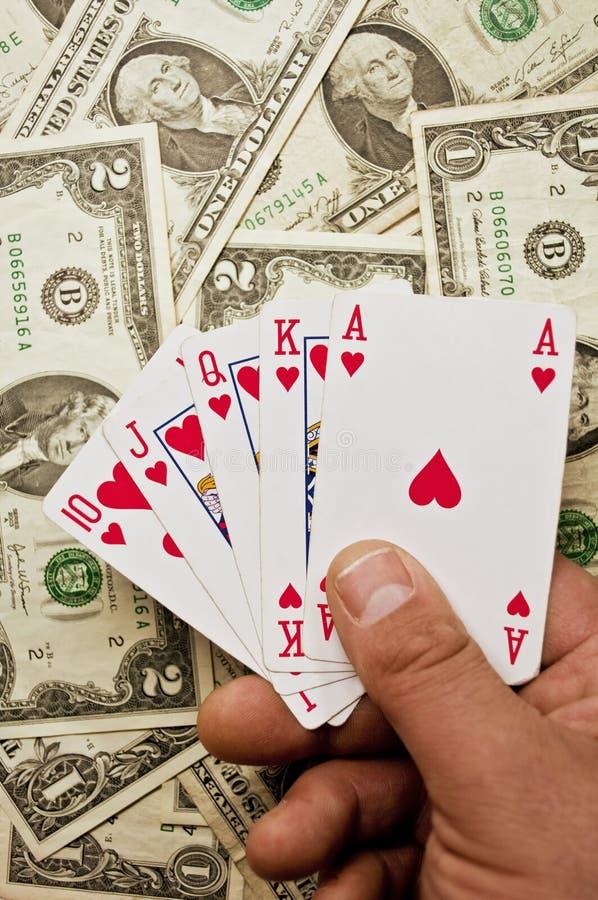Βασιλική λάμψη στα χέρια το υπόβαθρο που γεμίζουν με με τα δολάρια στοκ φωτογραφία με δικαίωμα ελεύθερης χρήσης