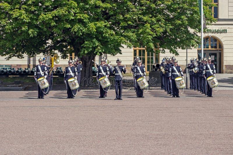 Βασιλική σουηδική ζώνη στρατού στην οδό στη Στοκχόλμη στοκ φωτογραφία με δικαίωμα ελεύθερης χρήσης