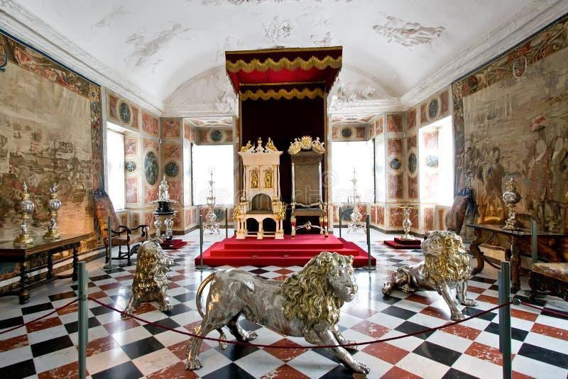 βασιλικός θρόνος δωματίων στοκ φωτογραφία