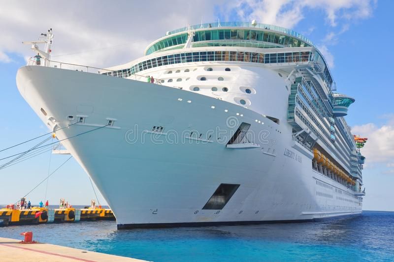 Βασιλικό καραϊβικό διεθνές κρουαζιερόπλοιο στοκ εικόνες