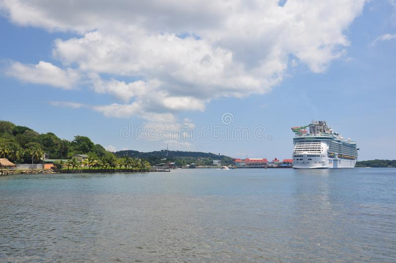 Βασιλικό καραϊβικό διεθνές κρουαζιερόπλοιο στοκ φωτογραφίες