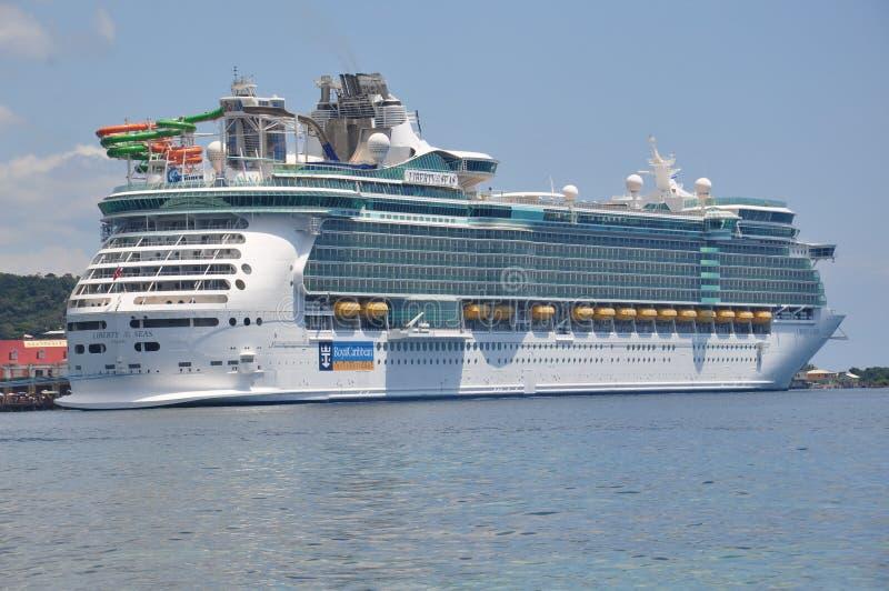 Βασιλικό καραϊβικό διεθνές κρουαζιερόπλοιο στοκ φωτογραφία