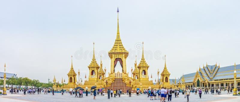 Βασιλικό κρεματόριο για τον πρώην βασιλιά μεγαλειότητάς του Bhumibol Adulyadej, Rama ΙΧ, και επισκέπτες στοκ εικόνες