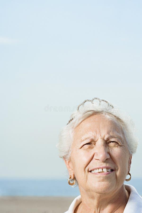 βασισμένη τιάρα φωτογραφιών απεικόνισης που φορά τη γυναίκα στοκ φωτογραφίες με δικαίωμα ελεύθερης χρήσης