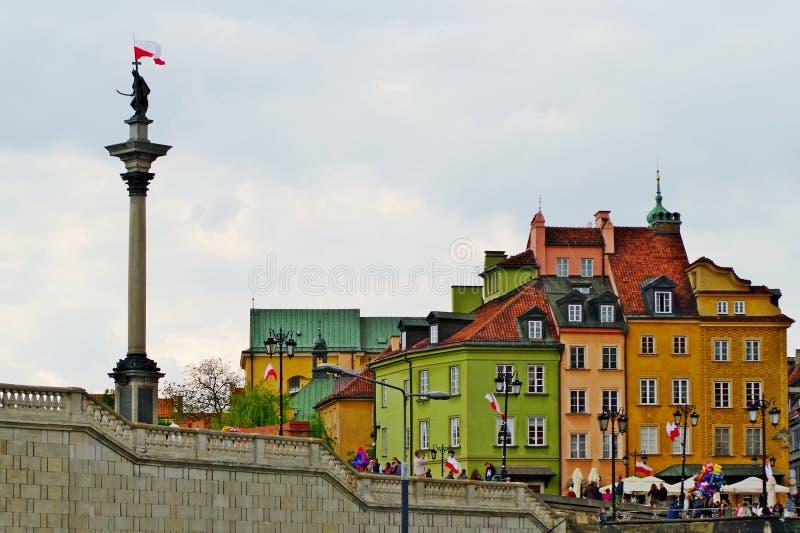 Βασιλιάς Sigismund ΙΙΙ στήλη και κατοικίες αγγείων στην παλαιά πόλη Warsaw's, Πολωνία στοκ φωτογραφία
