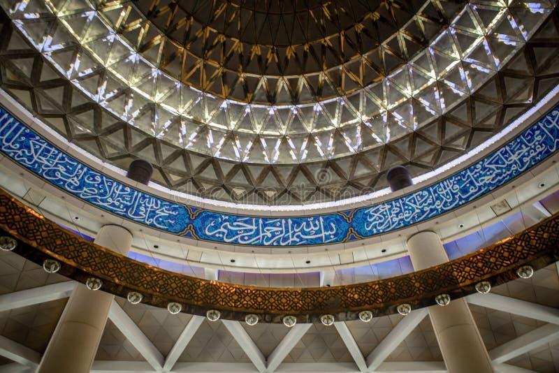 Βασιλιάδων μεγάλο μουσουλμανικό τέμενος αερολιμένων του Khalid διεθνές στοκ φωτογραφία με δικαίωμα ελεύθερης χρήσης